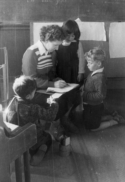 Sylvia Ashton-Warner with children in classroom, ca 1951 Reference Number: PAColl-2522-2-001
